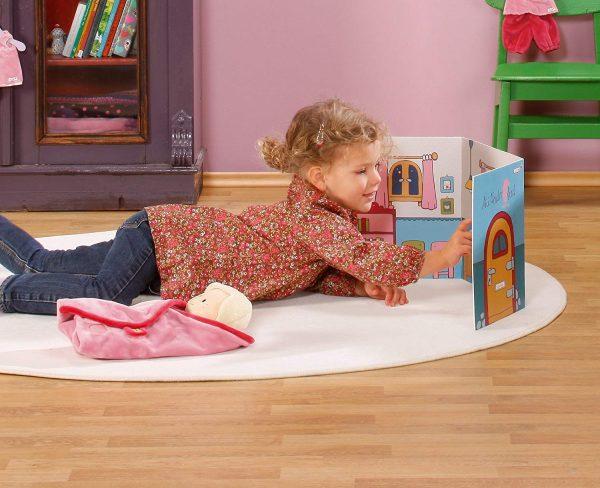 Casa de muñecas de cartón con pegatinas